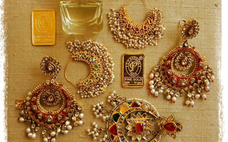 Types of Earrings that you must try on casually